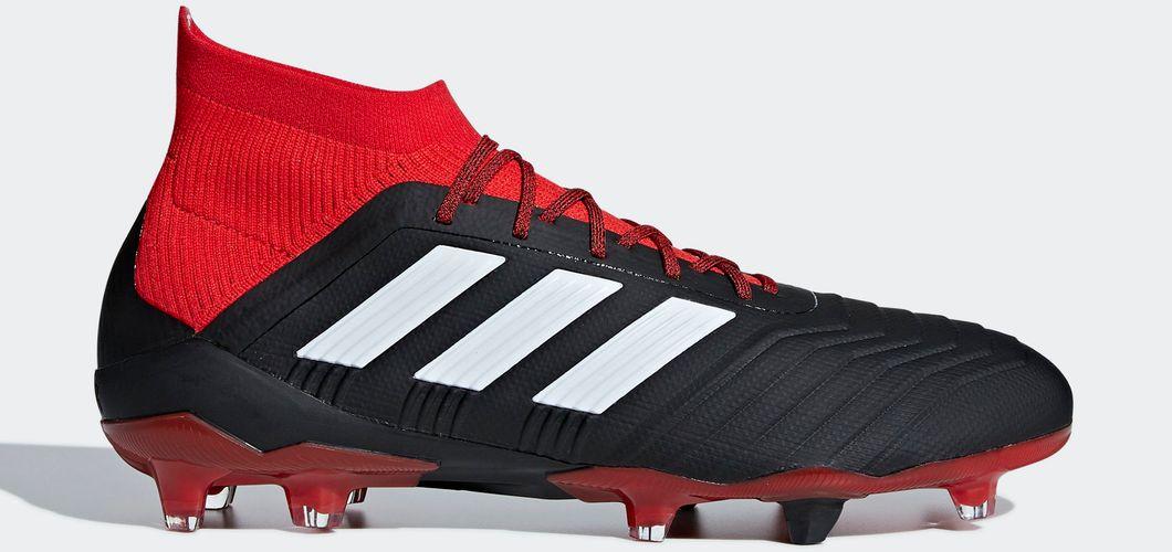 Chaussures de football de Aïssa Mandi