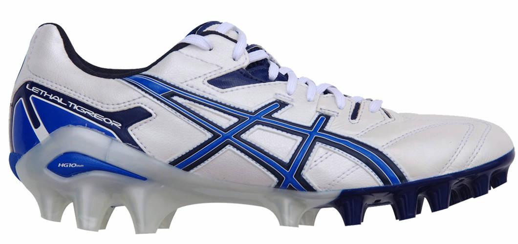 chaussures football asics
