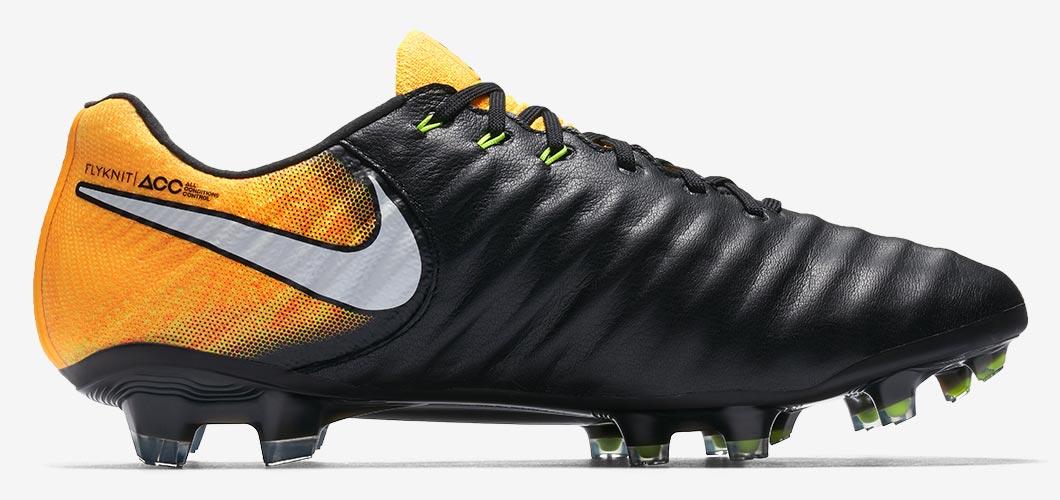 Scarpe da calcio di Mouez Hassen